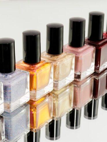 Що таке лак для нігтів та з чого він складається?