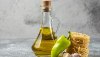 Рафінована і нерафінована олія: різниця, користь і шкода
