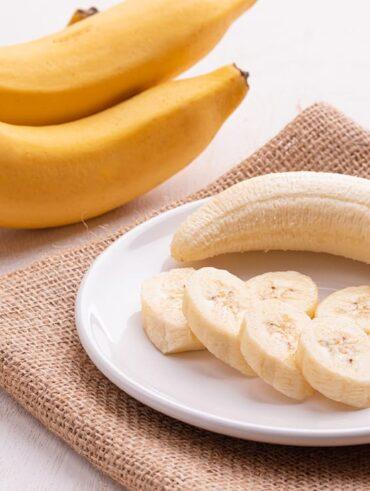 Банани та їх користь для здоров'я [12 неймовірних переваг]